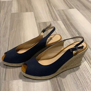 Navy blue Talbots espadrilles with peep toe👀